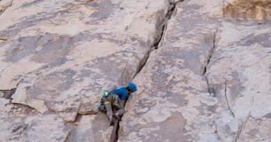 What is trad-climbing how does it work